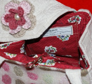 Vintage floral print inside the pink tweed handbag