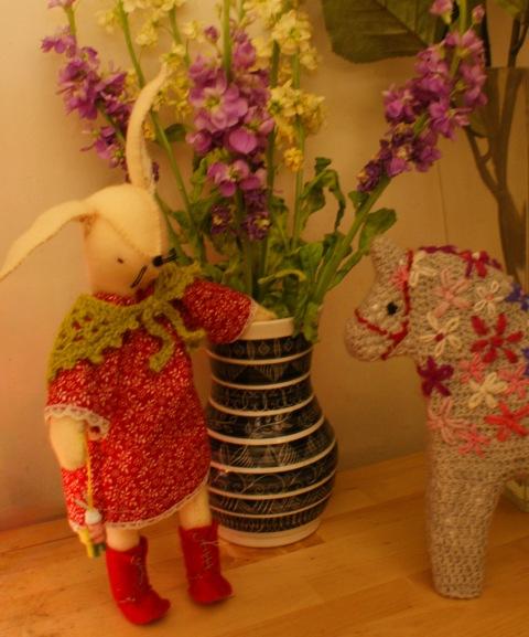 Rosie meets a crochet horse!