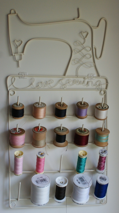 sewing thread organiser complete with vintage reels