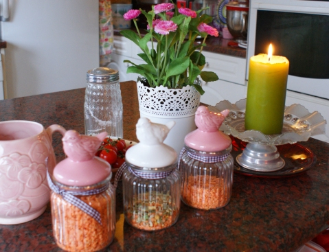 couldn't resist the little birdies on these storage jars - too pretty to be kept in the cupboard
