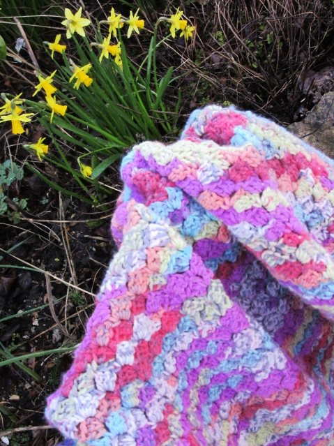 c2c Spring crochet with daffodils