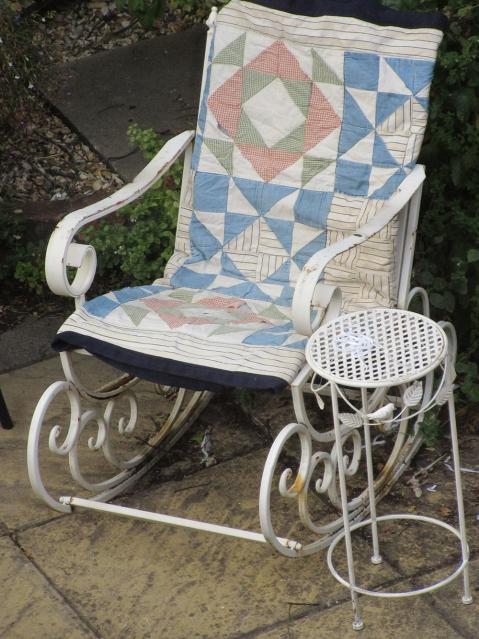 Rocking garden seat with quilt